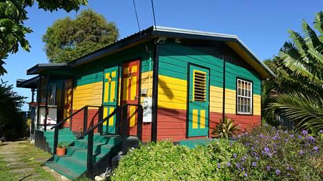 Karibialla rakastetaan räiskyviä värejä.