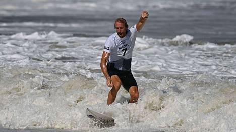 Australialainen Owen Wright palasi huipulle vaikean vamman jälkeen.