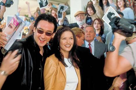 John Cusack ja Catherine Zeta-Jones elokuvassa Valkokankaan lemmikit.