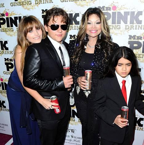 Paris, Prince ja Blanket kuvattuna tätinsä La Toyan kanssa 2012.