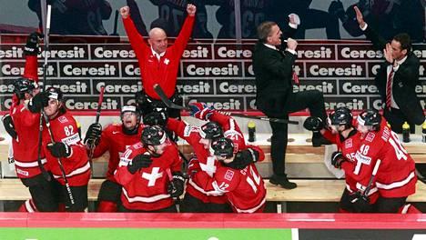 Sveitsiläiset riemuitsivat viime keväänä voitettuaan USA:n MM-välierässä.