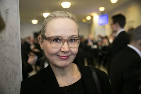 Kansanedustaja Eeva-Johanna Eloranta (sd) on pitänyt sähkömagneettisen säteilyn kysymyksiä yllä eduskunnassa vuodesta 2011.