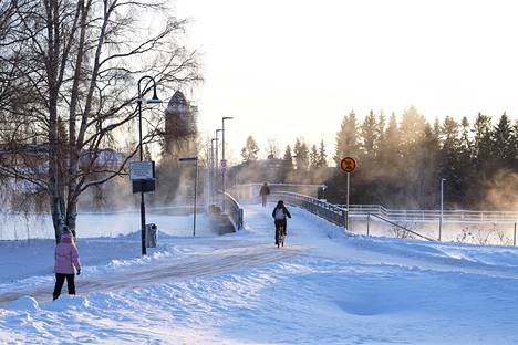 Oulussa oli torstaina -25 astetta pakkasta. Kuva Oulun Tuirasta.