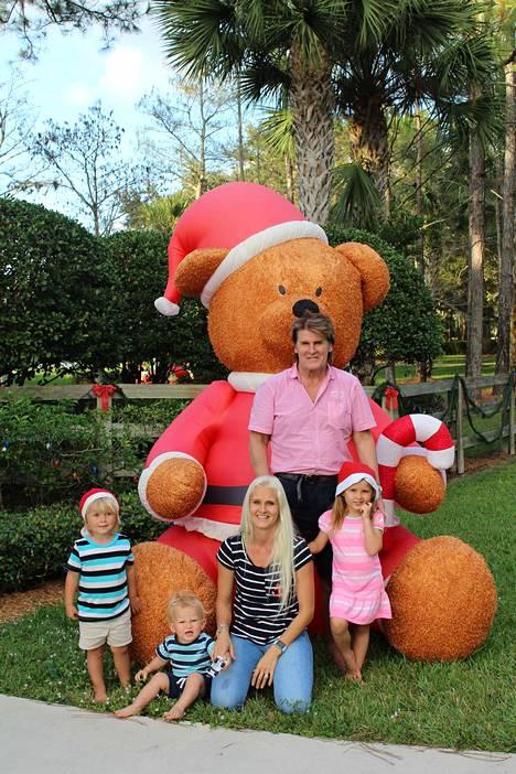 Reetu vietti joulun lasten ja lapsenlasten kanssa Floridassa.