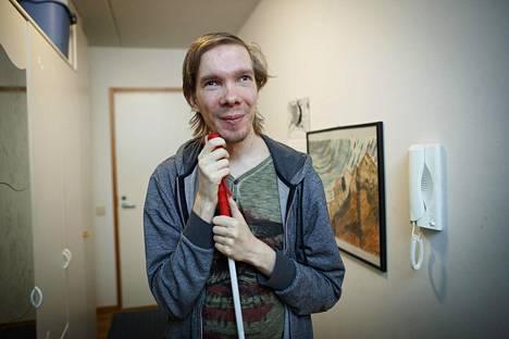 Tommi Vänni osaa nauraa myös itselleen. Omassa stand upissaan Vänni haluaa murtaa stereotypisen kuvan vammaisista, jotta yleisö näkisi ihmisen vamman takana.