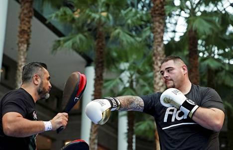 Robles ja Andy Ruiz avoimessa harjoituksessa New Yorkissa.