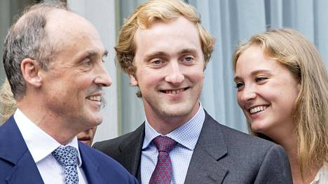 Prinssi Joachimilla (kesk.) on todettu koronavirus.