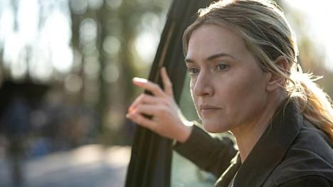 Kate Winslet vakuuttaa rikospoliisi Mare Sheehanin roolissa HBO:n Mare of Easttown -sarjassa.