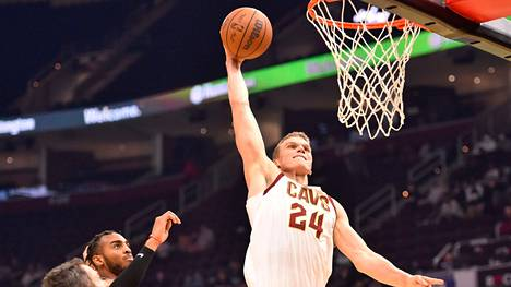 Lauri Markkanen ja Cleveland Cavaliers aloittivat kautensa NBA:n runkosarjassa. Arkistokuva.