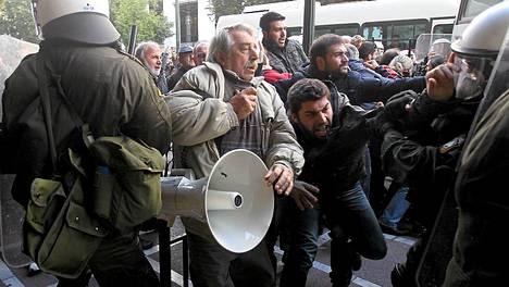 Mielensosoitus Kreikan työmionisteriön edessä Ateenassa meni rähinäksi tammikuun lopussa.