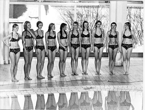 Anne Pohtamo valittiin Miss Suomeksi vuonna 1975. Tuolloin kilpailussa nähtiin bikinikierros. Missiehdokkaat olivat pukeutuneet tummiin ja yksinkertaisiin bikineihin.