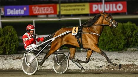 Jari Kinnunen pääsi tuulettamaan Shackhills Twisterin voittoa Kriteriumin karsinnassa.