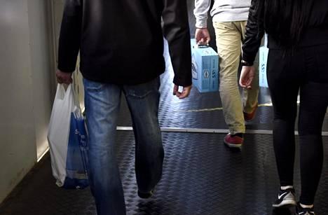 Matkailijamäärät Viroon ovat laskeneet. Viron tuntija Tapio Mäkeläinen ei usko, että pelkkä alkoholin hinnan nousu selittäisi laskeneita matkustajamääriä.