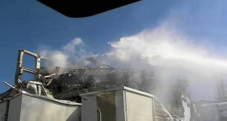 Japanissa pelastusmiehistöt ovat jatkaneet ponnistelujaan Fukushiman pahoin vaurioituneessa ydinvoimalassa.