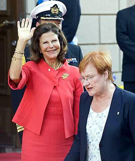 Kuningatar Silvia tutustui myös Turun yliopistoon.