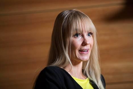 Mirita Saxberg toimi vuosina 2015-2019 kansanedustaja Hjallis Harkimon poliittisena avustaja na ja Liike Nyt –eduskuntaryhmän pääsihteerinä.