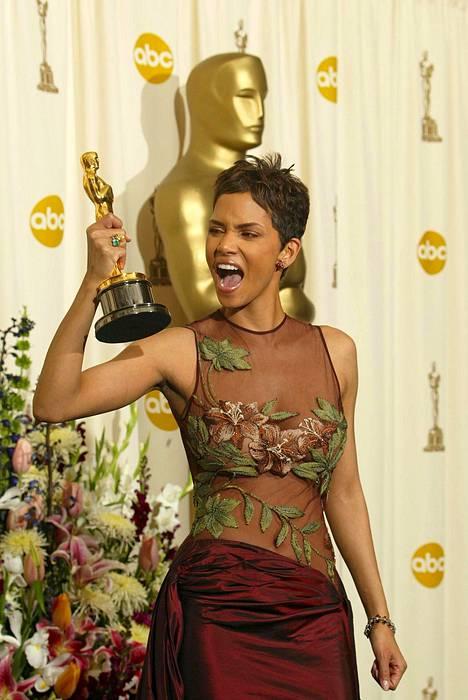Halle Berry sai Osacar-palkinnon vuonna 2002.