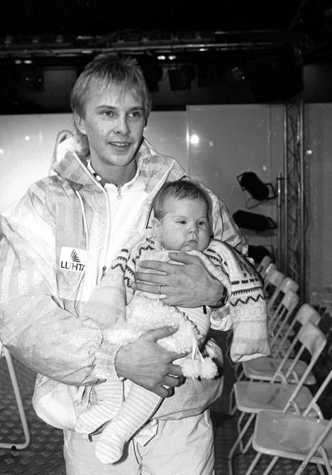Ensimmäisen vaimonsa kanssa Matti sai Sami-pojan.
