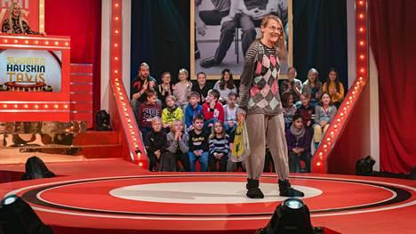 Tuottajan mielestä Pirkko Sepin mariseva rouvashahmo oli esitysvalmista kamaa mutta kiroilua kehotettiin vähentämään.