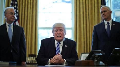 Yhdysvaltain presidentti Donald Trump puhui terveydenhuoltouudistuksensa pois vetämisen jälkeen toimittajille Valkoisessa talossa.