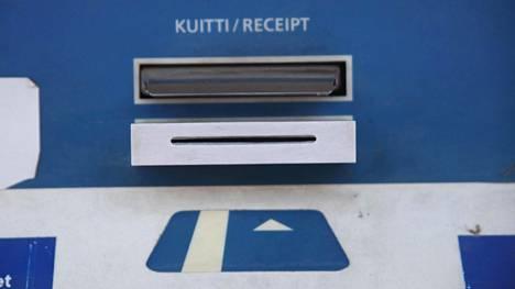 Tästä Sastamalassa sijaitsevasta maksuautomaatista paljastui kopiointilaite 2011.