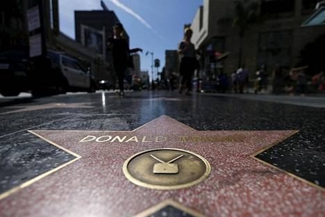 Trumpin tähti ehjänä Hollywoodin Walk of Famella.