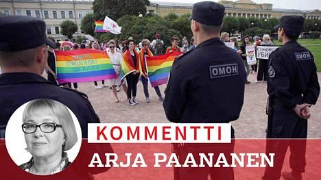 Venäjän sisäministeriön alaiset erikoisjoukot tarkkailivat LGBT-yhteisön Pride-kulkuetta elokuussa Pietarissa.