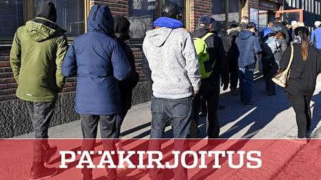Jonoa Maahanmuuttoviraston edustalla keväällä 2017.