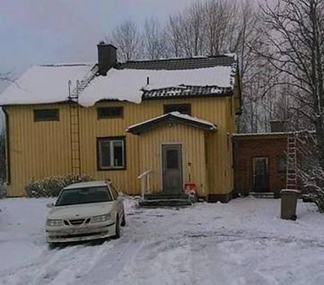 Kun Hakola osti talon, väri oli keltainen.