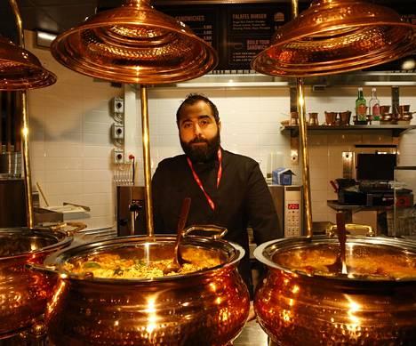 –Uusia asiakkaita on tullut hyvin, kertoo Yousof-Alzoubi Falafel Box -ravintolasta.