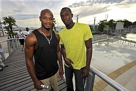 Asafa Powell (vas.) ja Usain Bolt Lausannessa 06.07.2009.