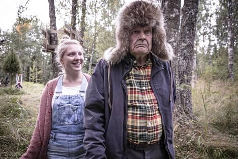 Heikki Kinnunen ja Satu Tuuli Karhu elokuvassa Ilosia aikoja, Mielensäpahoittaja.