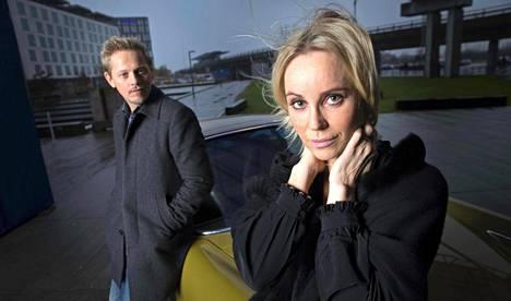 Tanskalainen Thure Lindhardt ja ruotsalainen Sofia Helin kuvailevat yhteistyötään Silta-sarjassa lämminhenkiseksi mutta kunnianhimoiseksi. Välillä synkkää tunnelmaa piti keventää härskienkin vitsien avulla.