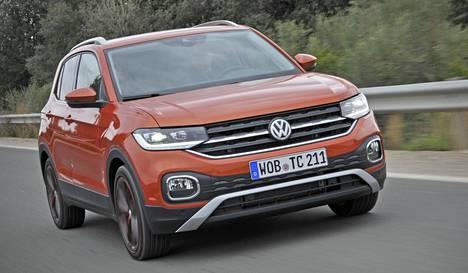 Volkswagenilta on puuttunut mallistostaan pieni SUV, mutta nyt upouusi T-Cross saapuu täyttämään puutetta. Polosta polveutuva T-Cross on 4,11 metriä pitkä, ja lähes 14 senttiä Poloa korkeampi.