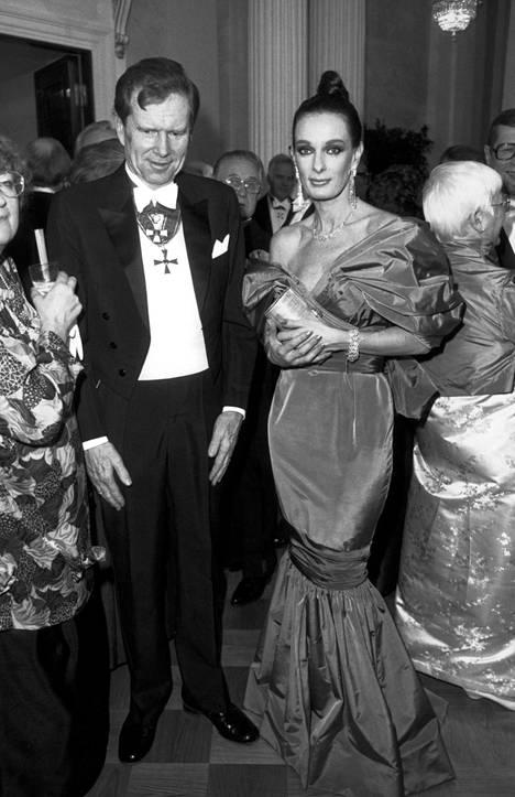 Kansanedustaja Ingvar S. Melin ja rouva Maria Melin linnan itsenäisyyspäivän kutsuilla 6. joulukuuta 1987