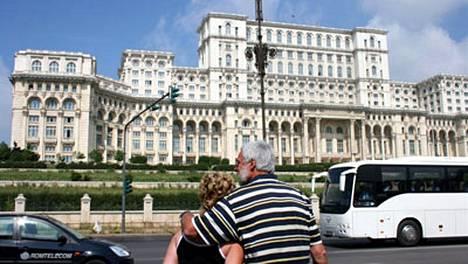 Diktaattori Nicolae Ceausescu rakennutti valtansa merkiksi jättimaista palatsia samaan aikaan, kun kansa paleli ja näki nälkää. EU-Romanian parlamentti toimii tiloissa nyt.