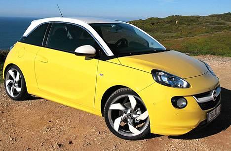 Opelin uusi pikkuauto Adam on sympaattinen ilmestys, johon on helppo ihastua. Auton voi tuunata mieleisekseen, sillä muokkausvaihtoja on yli 30 000!