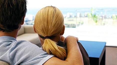 Vanhemmat naiset kiinnostavat sellaisia nuoria miehiä, jotka ovat ikäänsä nähden hyvin kokeneita.