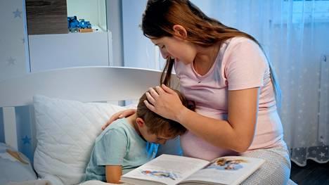 Kaikessa kertomisessa huomioidaan toki lapsen ikätaso. Esimerkiksi kolmevuotias lapsi on hyvin mielikuvituksellinen, joten oikean tiedon antaminen tässäkin iässä on kriisitilanteessa tärkeää.