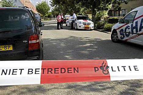 Poliisi vahvisti perjantaina, että nainen oli kätkenyt matkalaukut pienessä Nij Beetsin kylässä sijaitsevan talon ullakolle
