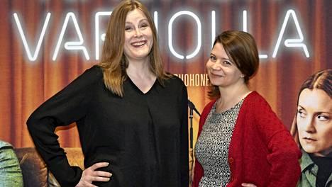 Ohjaaja Reetta Aallolla ja käsikirjoittaja Anna Ruohosella on molemmilla omaakin stand up -taustaa. –Kun yleisö nauraa ja syntyy yhteys, siitä syntyvä adrenaliini on huumaavaa, Aalto kuvailee.