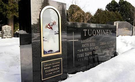 Jamppa Tuomisen hauta Oulussa.