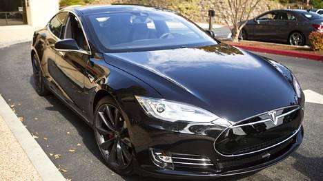 Teslan uusilla akuilla matkanteko pitenee.
