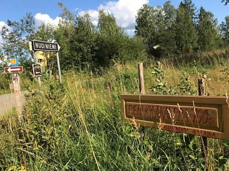 Nuolniemen kyläkauppa sijaitsee Mäntyharjun ja Kouvolan tuntumassa, tarkalleen ottaen Kouvolan puolella.