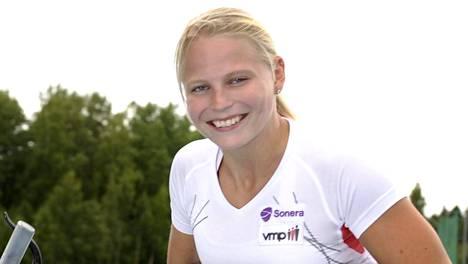 Amanda Kotaja kelaa illalla naisten 200 metrin MM-finaalissa.