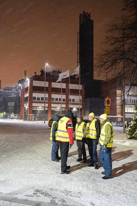 Lakkovahdit päivystivät Vaasan keskustan liepeillä sijaitsevalla Wärtsilän tehtaalla varhain maanantai-aamuna.