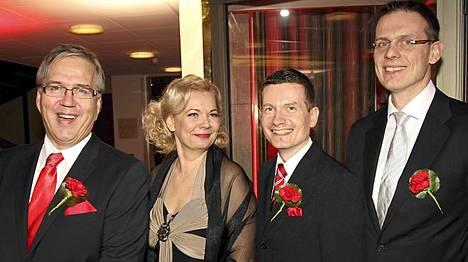 Vastaava päätoimittaja Tapio Sadeoja, päätoimittajat Ulla Appelsin ja Kaius Niemi sekä kaupallinen johtaja Kari Mononen isännöivät juhlia.