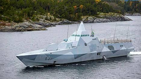 HMS Visby Tukholman saaristossa sunnuntaina iltapäivällä. Svenska Dagbladetin toimittajan mukaan HMS Visby tutki Harön edustaa Eknösundetissa sunnuntaina..