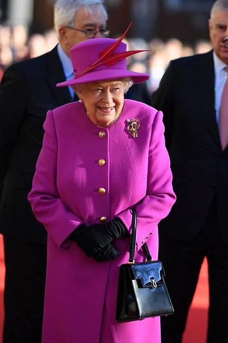 Kuningatar Elisabet voi tuoda Marklen perheen yhteen, ainakin jos Meghanin Thomas-isää on uskominen.