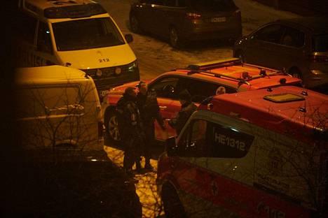 Poliisin operaatiota Arabianrannassa surmayöltä.